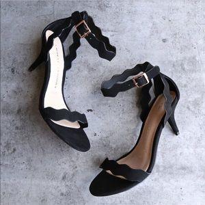 NIB Black Scalloped Design Kitten Heel Sandal